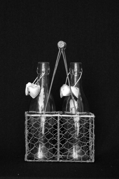 vase-2-x-glass-bottle-in-metal-basket